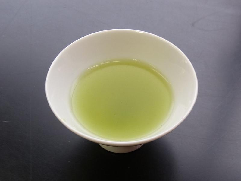 茶師が茶葉をブレンドする作業を「合組」と言います。                       「宮崎」「高知」「島田市初倉」のお茶でブレンド。