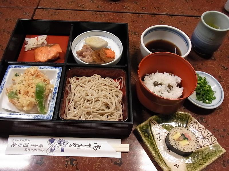 """静岡で一番古いお蕎麦やさん。「河内庵」にて、名物""""そば寿し""""をいただきました。"""